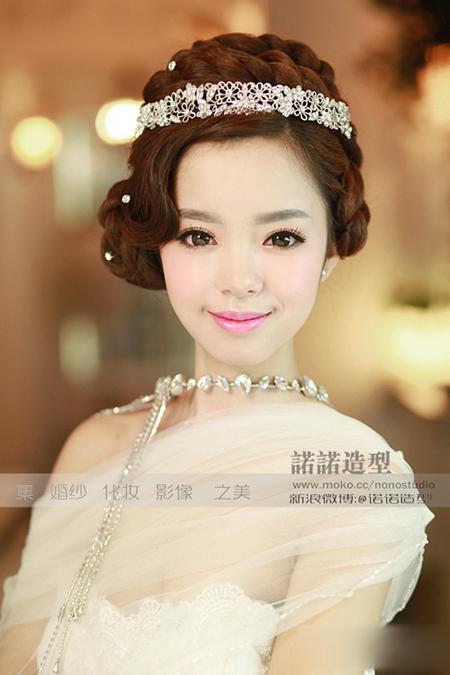 多变的新娘造型 演绎庄重的时尚感(2)