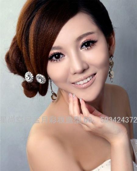 2013新娘发型推荐 打造楚楚动人的时尚感