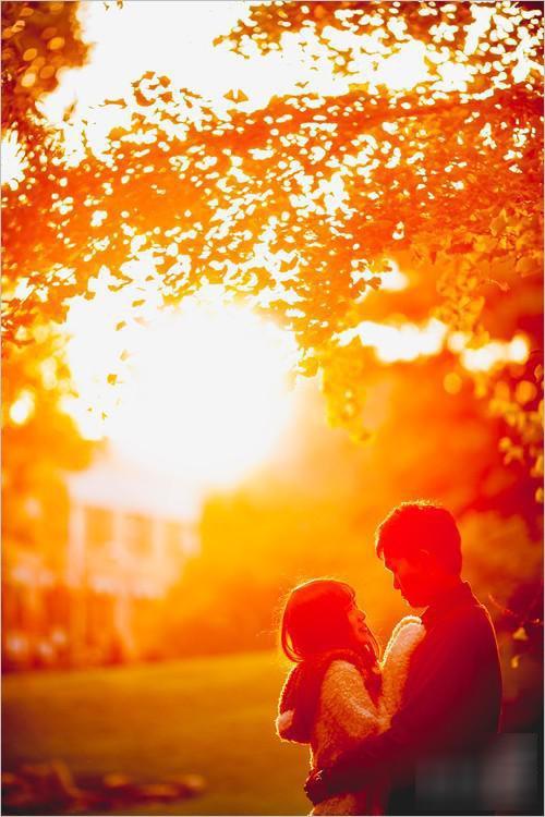 拍摄技巧分享:利用大光圈拍摄校园情侣写真照
