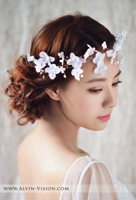 你是否也需要这样一款简单的 新娘化妆造型,那就跟随小编前去看看吧.图片