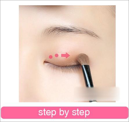 画眼妆的步骤图