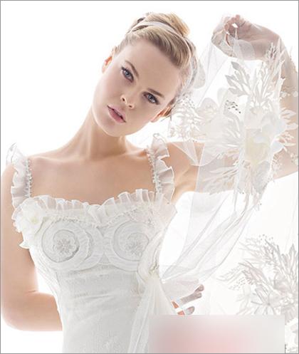 发型,这款典雅大方的欧美风新娘盘发绝对可以满足你的要求,超有小清新