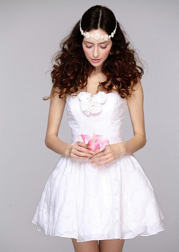 蓬蓬裙新娘短款婚纱 演绎可爱公主情怀