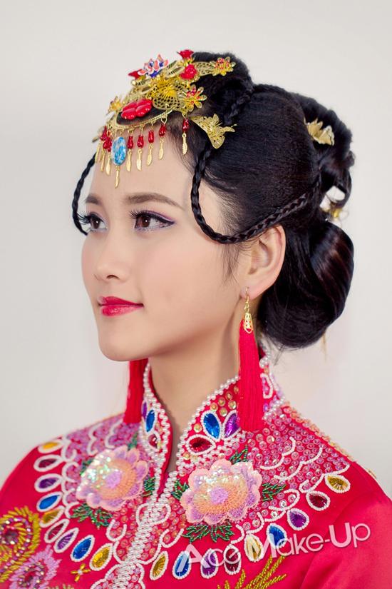中式新娘盘发发型_摄影化妆教程