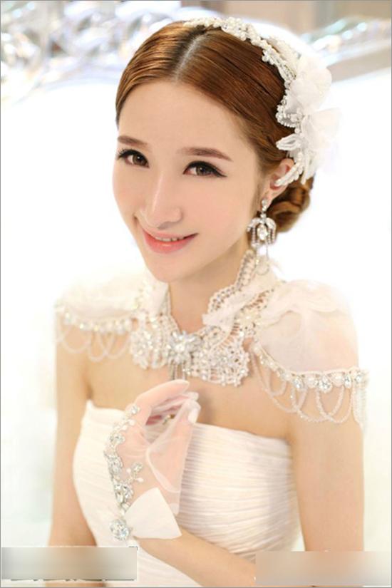 优雅大方的新娘造型 爱上你的一颦一笑(3)_妆面赏析