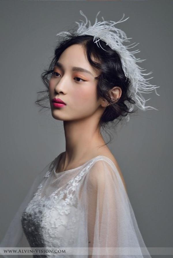 新娘化妆造型赏析 羽毛诠释美丽所在_妆面赏析_影楼