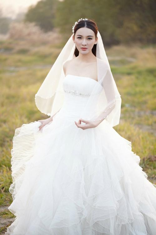 新娘婚纱照造型 梦幻感十足