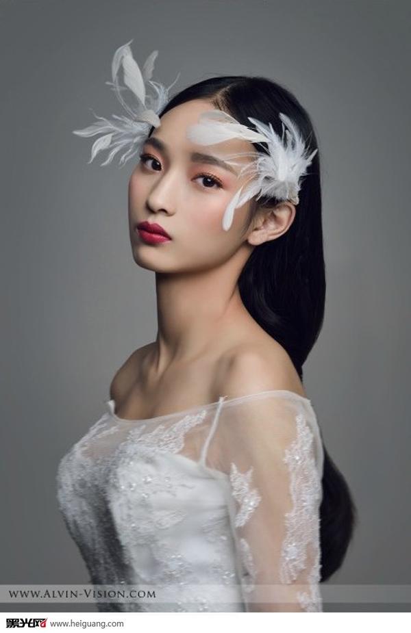 羽毛新娘头饰(全)_化妆造型_黑光图库_黑光网