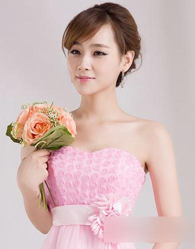 新春是个婚礼季,冬季最简约好看的   唐嫣的伴娘发型,一头披肩的中图片
