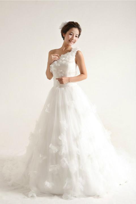 2014新娘婚纱造型 单肩婚纱引领新潮流