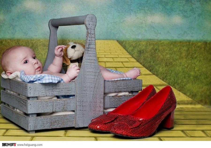 可爱婴儿重现经典童话场景 儿童摄影