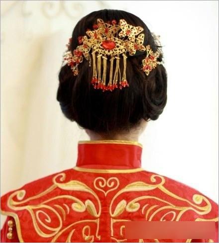 中式新娘盘发发型 塑造端庄典雅形象图片