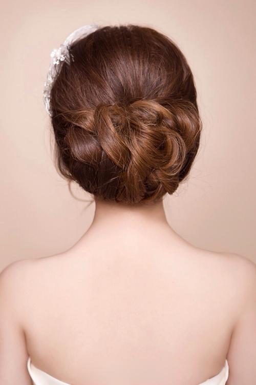 新娘盘发发型 上演美丽童话故事