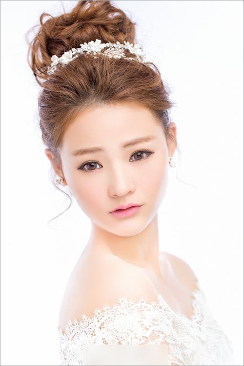 新娘发型详细步骤_中式新娘发型盘发教程图片