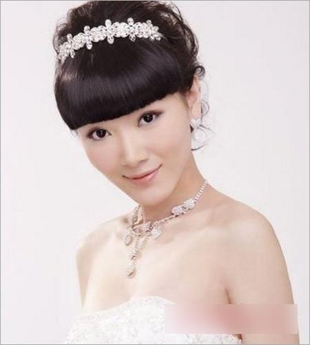 可爱精灵齐刘海新娘造型