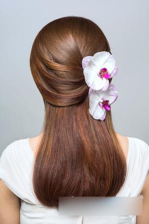 时尚简约春季新娘鲜花造型步骤详解