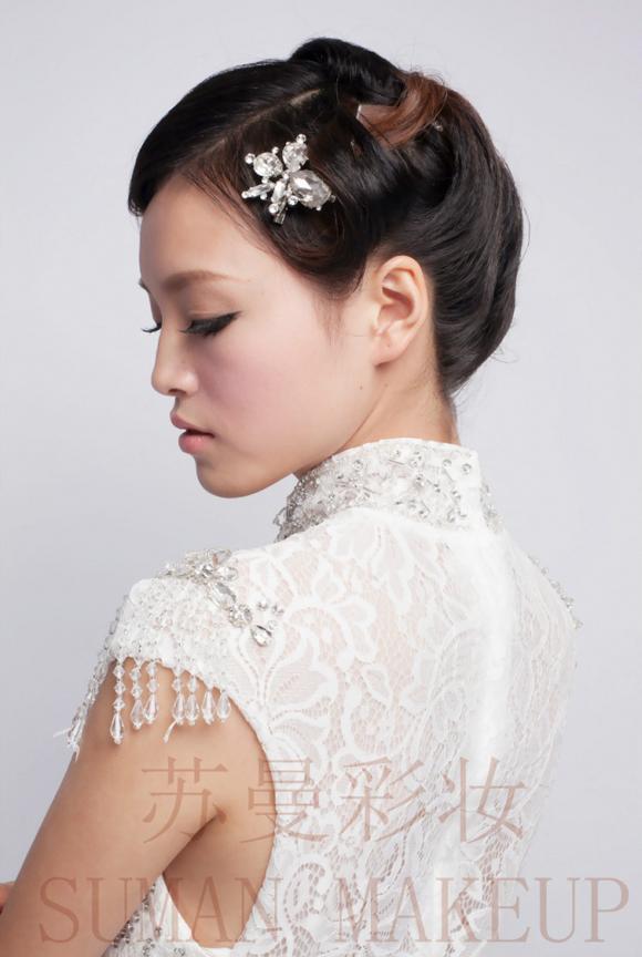 新娘盘发造型 复古波浪卷曲刘海成主打