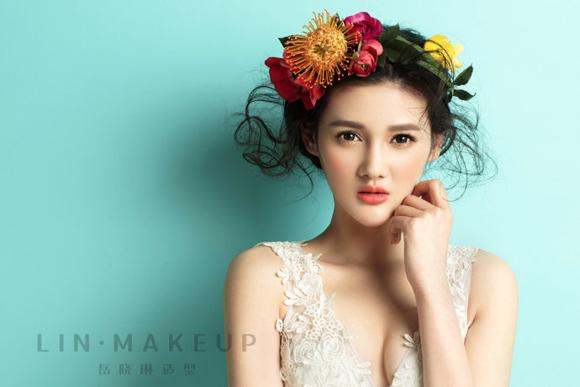 今天,小编带来的这组新娘造型,风格迥异,精彩绝伦,让新娘在整体看上去图片