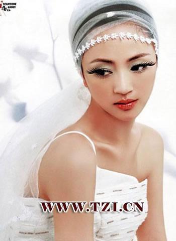 纯美的时尚白纱新娘妆图片