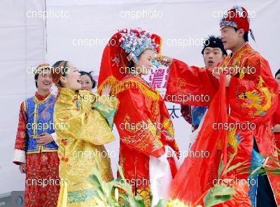 图为:封建社会的婚庆-郑州一影楼展示历代婚庆习俗图片