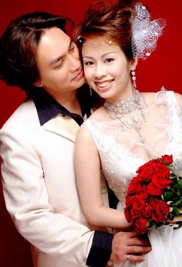 非利兵裸体结婚_新人拍摄裸体结婚照 2005-7-15