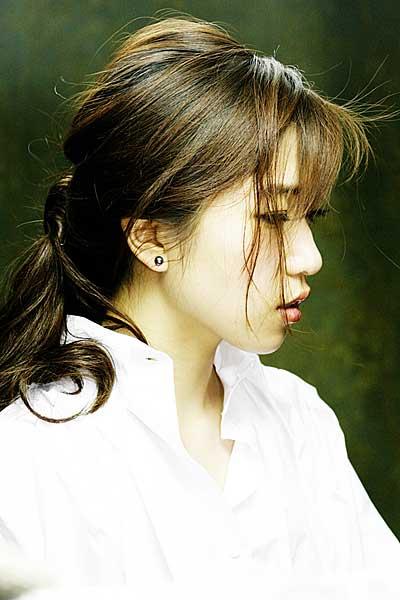 才女歌手胡杨林纯美写真