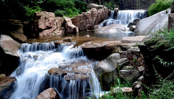 国家级风景名胜区有崂山风景名胜区,青岛海滨风景区.