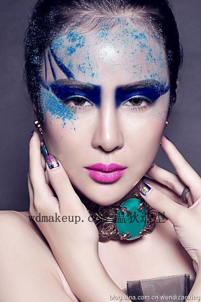 时尚创意彩妆