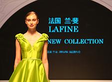 [现场]兰·斐40余款新款婚纱亮相上海展会婚纱发布秀