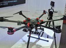 [现场]实用无人机出现 可搭载单反拍摄大场景