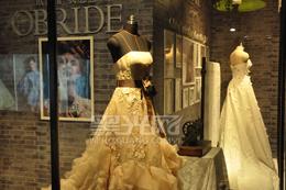 婚纱礼服:在颜色和细节上调整