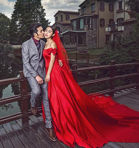 红色礼服建筑 婚纱照