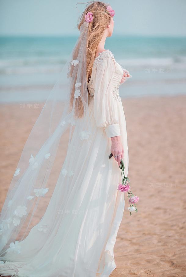 婚纱设计图 背影 铅笔画