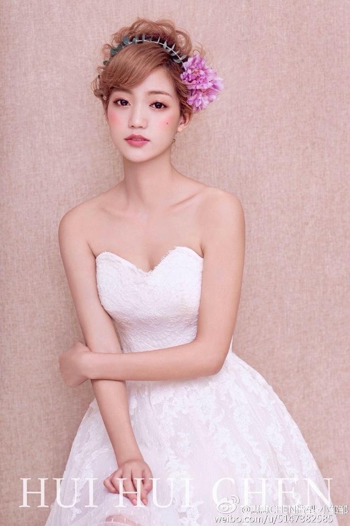 多变的短发新娘造型