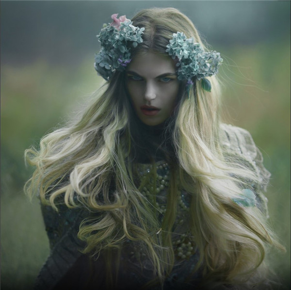 绘画元素的融入:哥特系的森女
