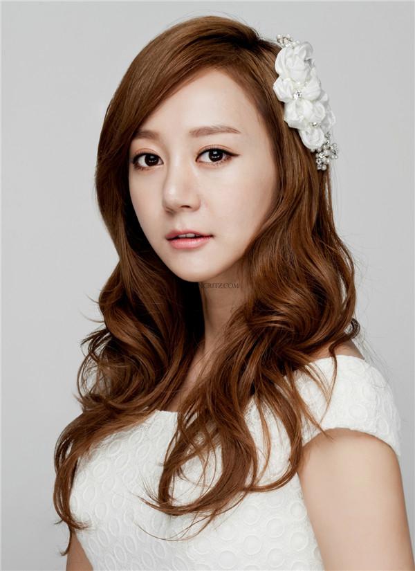 韩式新娘造型欣赏:自然的长发