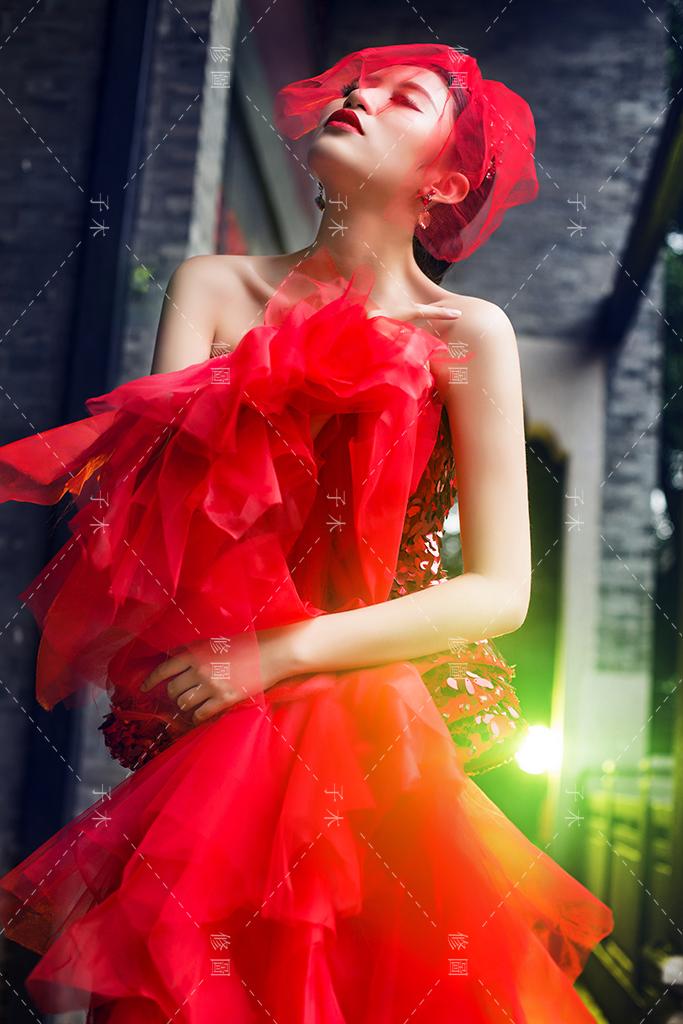 红色 婚纱照