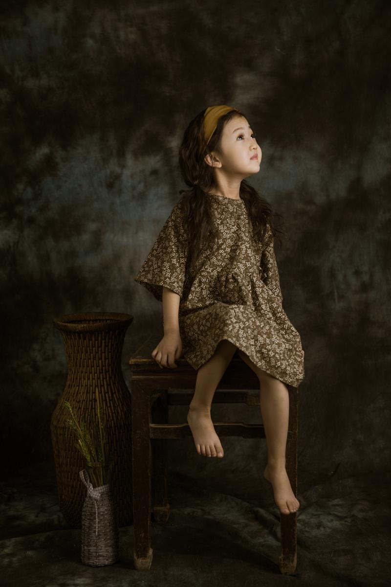 復古風(3)_兒童攝影_黑光圖庫