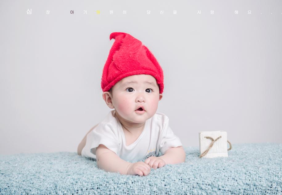 外国姐弟两个可爱宝宝图片