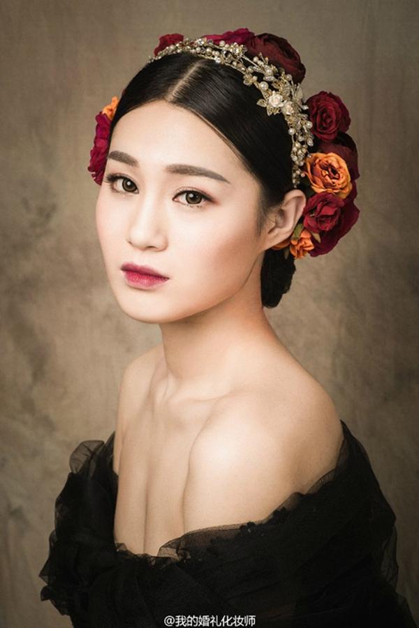 复古的新娘造型欣赏 烈焰红唇_妆面赏析_影楼化妆_网