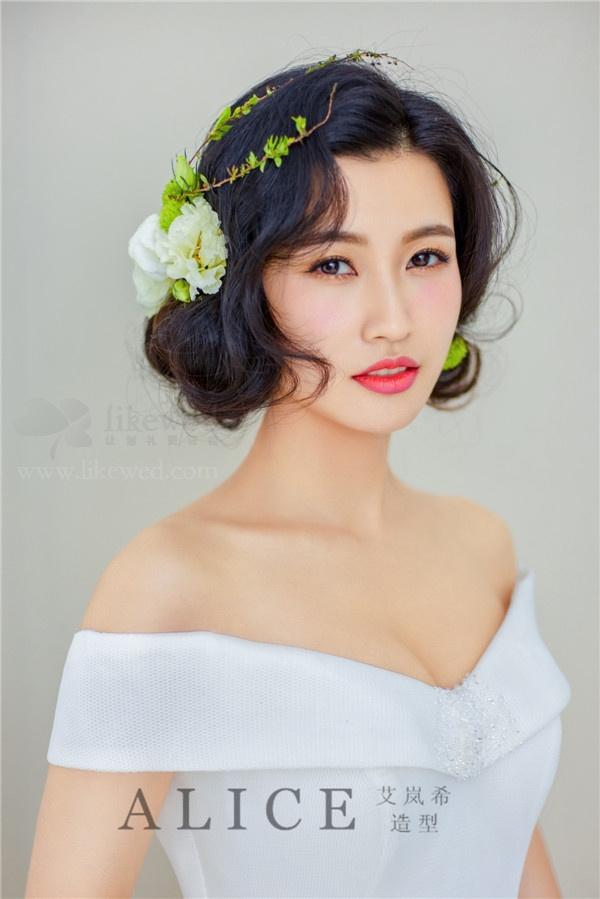清新唯美的鲜花新娘造型