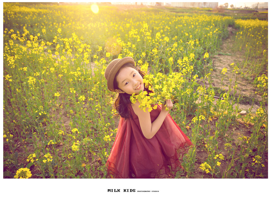 油菜花(10)_儿童摄影_黑光图库_黑光网