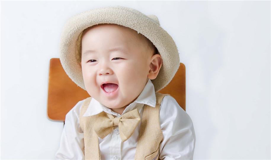 可爱天真小孩图片