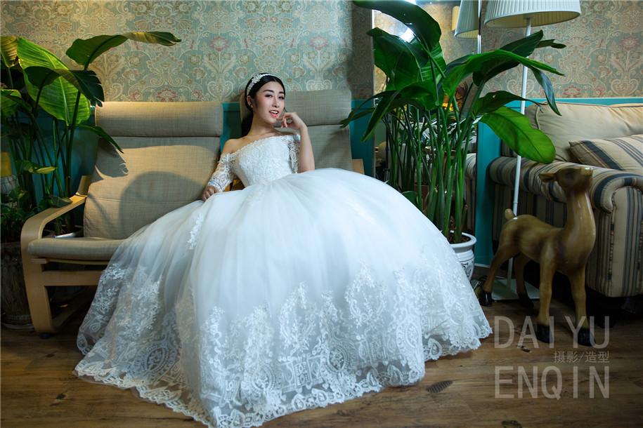 室内婚纱图片