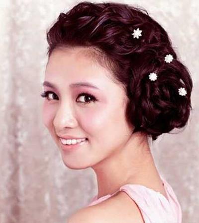 韩式新娘盘发发型图解 做个优雅端庄的新娘
