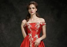 奢华时尚的红色新娘礼服 展现高端品位