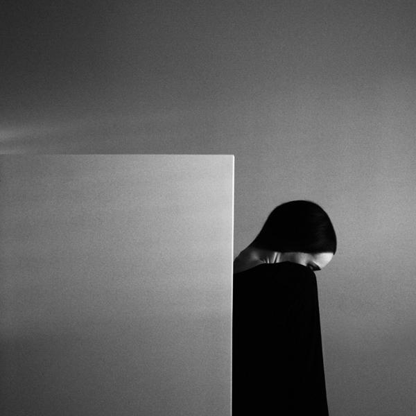 黑白线条极简风格人像摄影欣赏