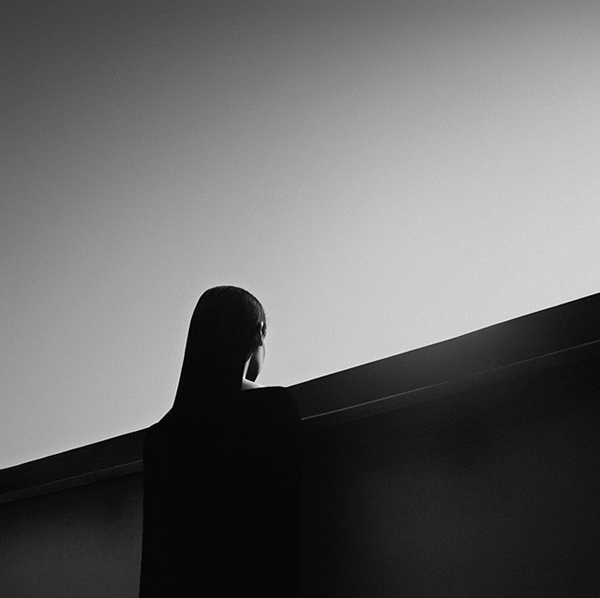 黑白线条极简风格人像摄影欣赏(3)_摄影师与影