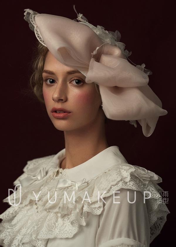 欧式新娘造型,高贵典雅,唯美的帽饰,精致的蕾丝头饰,给新娘带来不同的气质装扮,同时呈现出不同的造型效果。
