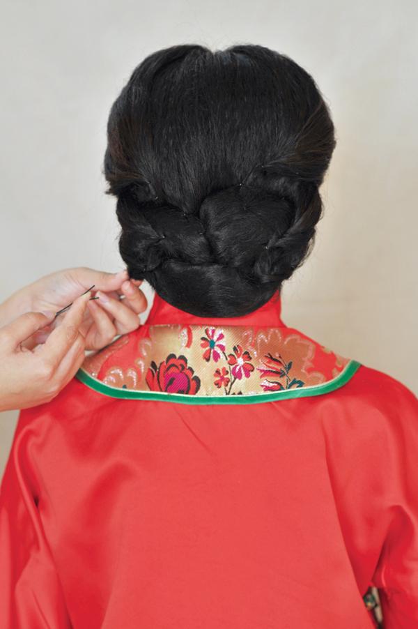 短发秀禾造型型教程 教你打造古典美新娘